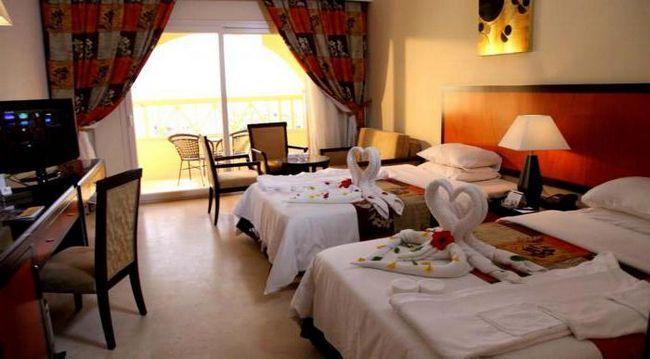 тури в amc royal hotel 5
