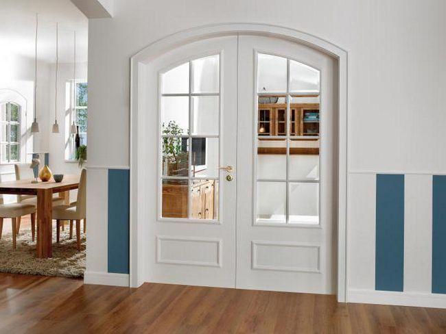 білі двері в інтер'єрі фото