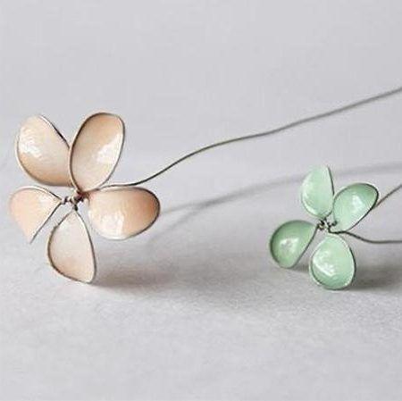 квіти з дроту і лаку для нігтів