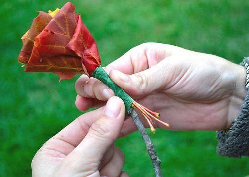 квіти з листя дерев покроково