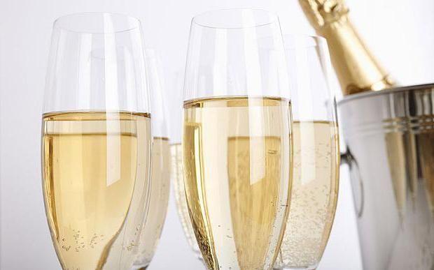 Фото - Дитяче шампанське - що це таке? Чи можна даний напій дітям?