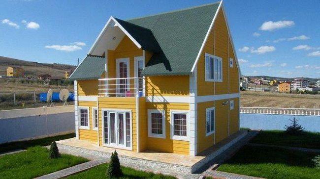 двоповерховий каркасний будинок з мансардою