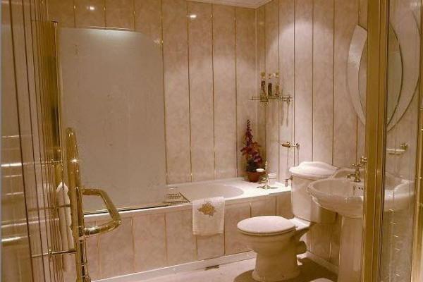обробка ванної кімнати фальш-панелями