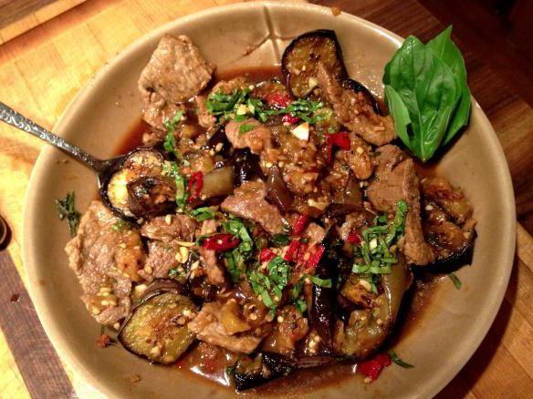 яловичина з баклажанами в духовці