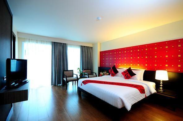 crystal palace hotel 4