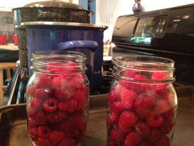 Фото - Господині на замітку: скільки грам малини в літровій банці?