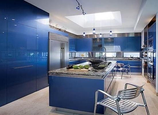 Фото - Інтер'єр в синіх кольорах. З якими квітами поєднується синій в інтер'єрі спальні та кухні?