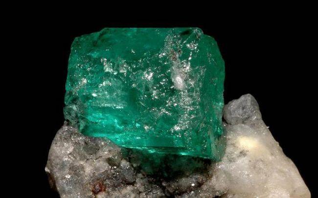 Фото - Смарагд (камінь): властивості, знак зодіаку. Магічні властивості смарагду для Тельця, Риб, Козерога, Овна, Рака