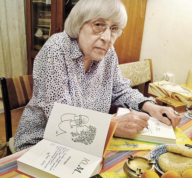 Юнна Моріц. Біографія