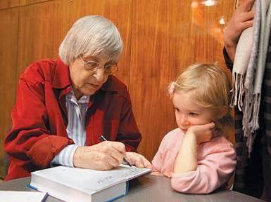 Юнна Моріц, біографія. Для дітей