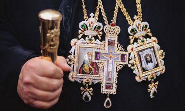 скільки заробляє священик