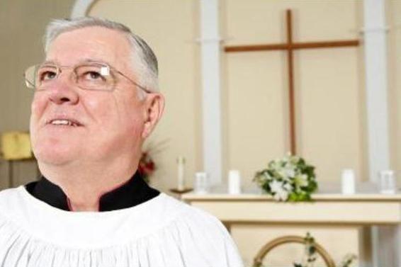 скільки заробляють священики в церкві