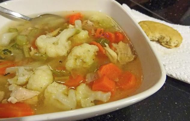 суп з кольоровою капустою і куркою