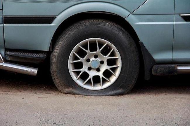 як поміняти колесо на машині