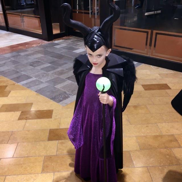 Фото - Як зробити костюм Малефісент: своїми руками?