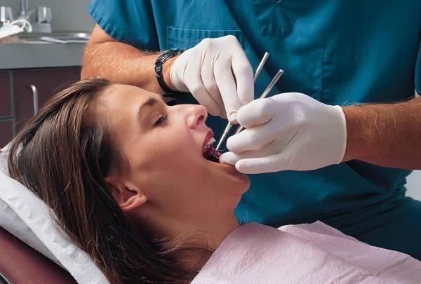 Як зняти чутливість зубів після пломбування