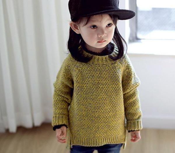 Фото - Як зв'язати светр для дівчинки спицями?