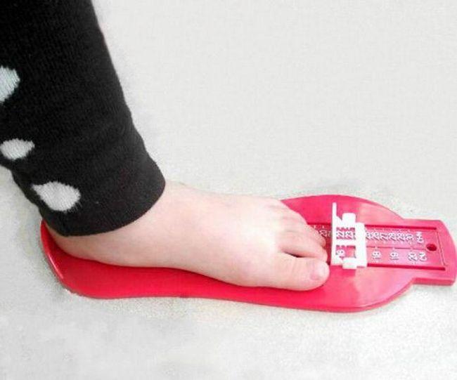 як визначити розмір взуття дитини за віком