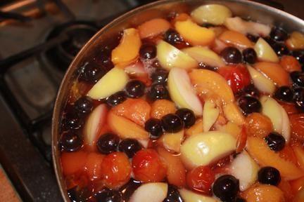 компот з яблук і вишні на зиму