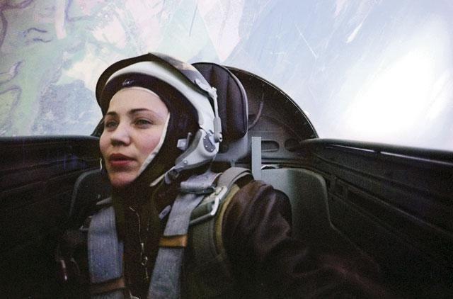 марина попиваючи льотчик випробувач