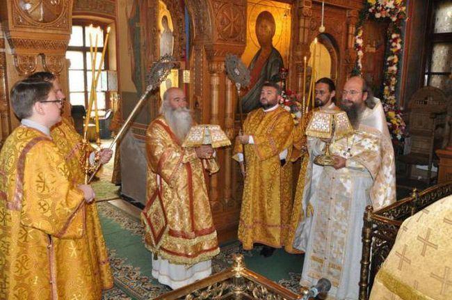 Храм святих апостолів Петра і Павла Ясенів