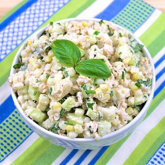 салат з кукурудзи