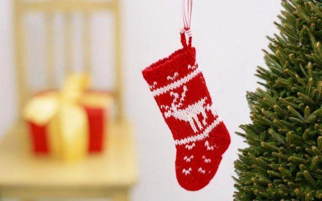 новорічні шкарпетки спицями