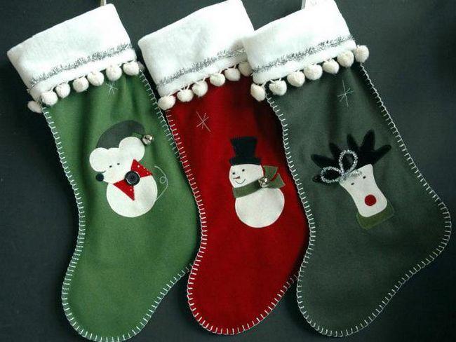 новорічні шкарпетки для подарунків