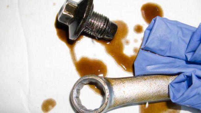 потрібно промивати двигун при заміні масла з мінералки на синтетику