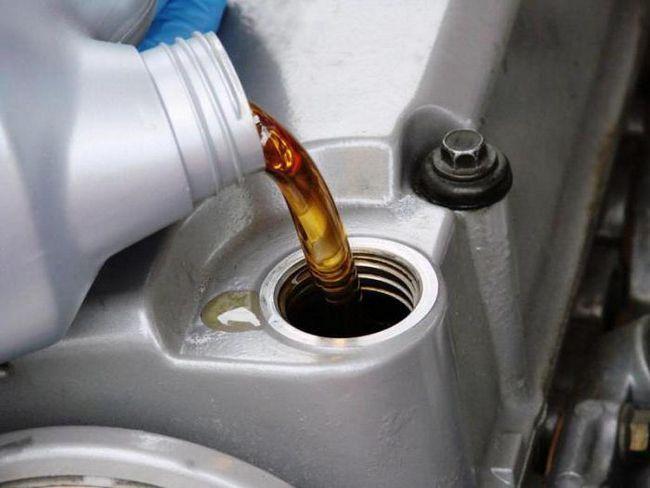 потрібно промивати двигун при заміні масла з мінералки на напівсинтетику