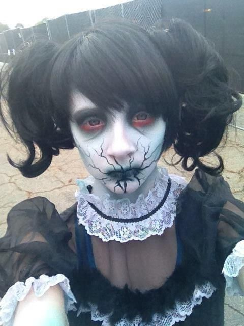 образ страшної ляльки на хеллоуїн