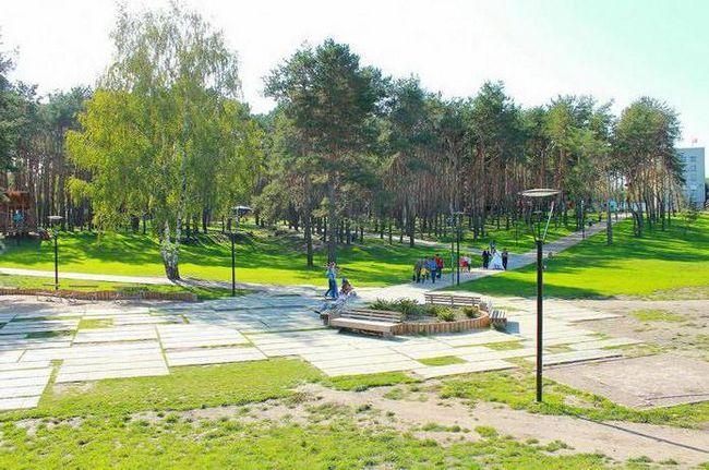 парк червоні вітрила день міста