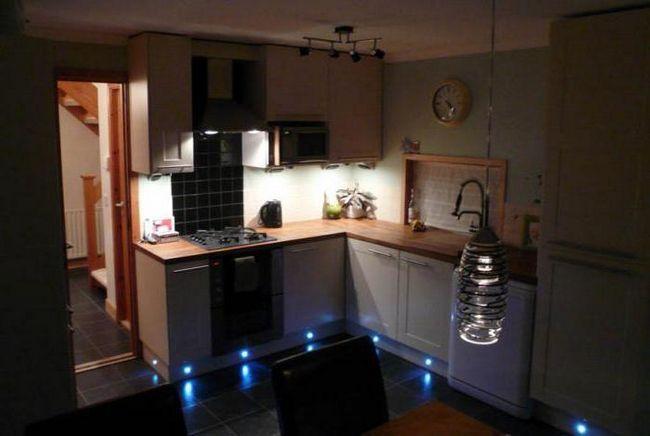 Фото - Підсвічування під шафи на кухні світлодіодна своїми руками