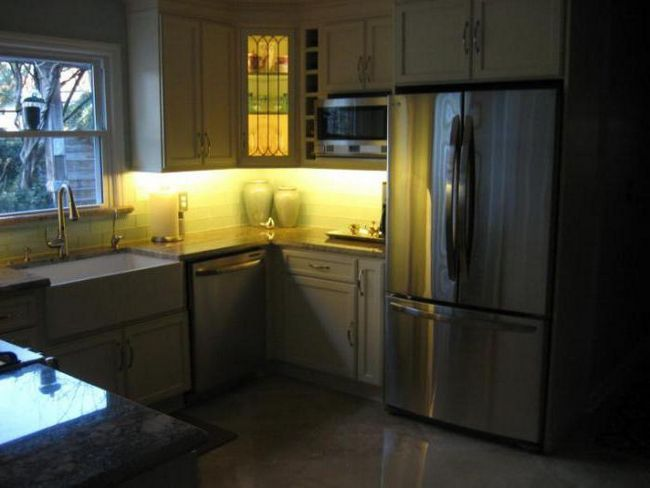 Підсвічування для кухні під шафи світлодіодна кутова
