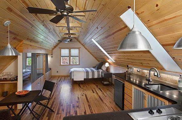 проект дерев'яного будинку з гаражем і мансардою фото