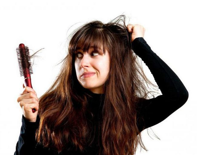 розчісувати довге волосся у сні