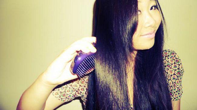 розчісувати волосся у сні перед дзеркалом