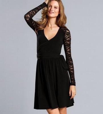 Фото - З чим носити плаття з мереживом чорне?