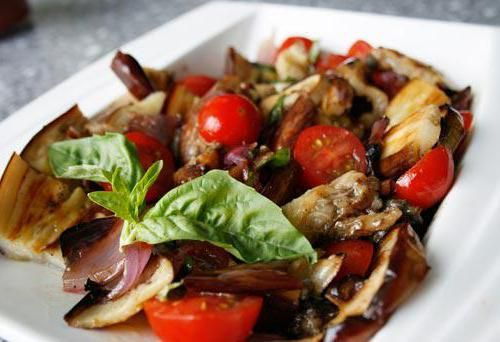 Як приготувати баклажани з часником і помідорами