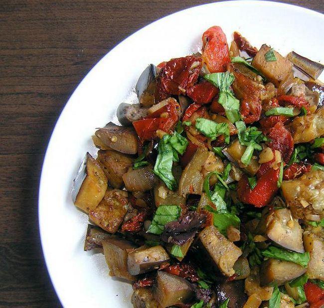 Смачний салат з баклажанів