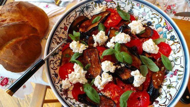 Рецепт баклажани з помідорами і часником