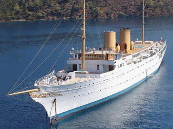 кому належить найбільша яхта у світі