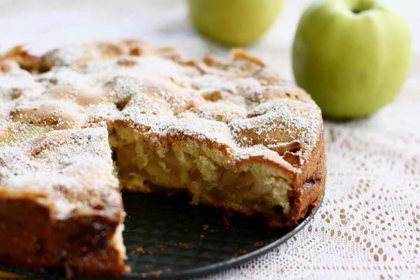 шарлотка зі сметаною і яблуками