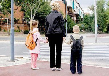 Фото - Супровід дитини до школи і зі школи. Як підібрати няню для супроводження дитини?
