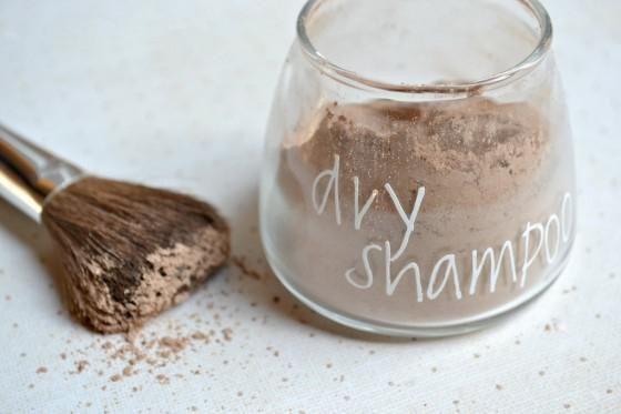 Фото - Сухі шампуні в домашніх умовах: рецепти, способи приготування