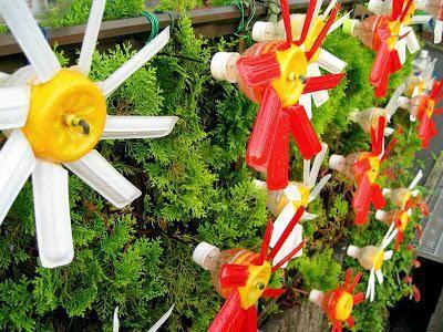 вітряки на городі з пластикових пляшок