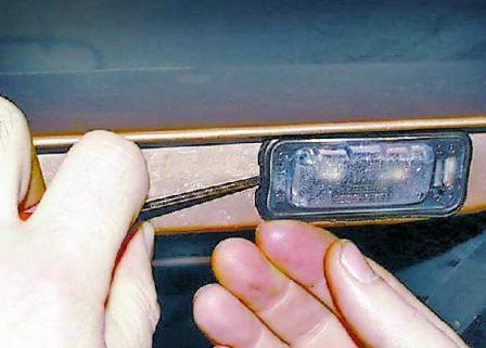 заміна лампочок підсвічування номера соляріс