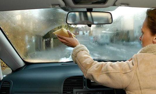Потіють вікна в машині